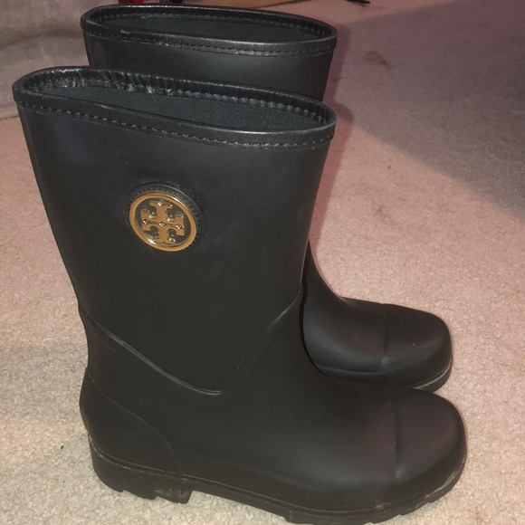 ccb85f5ec56 Short Tory Burch Rain Boots! M 5b43cf629519968ee8d95405